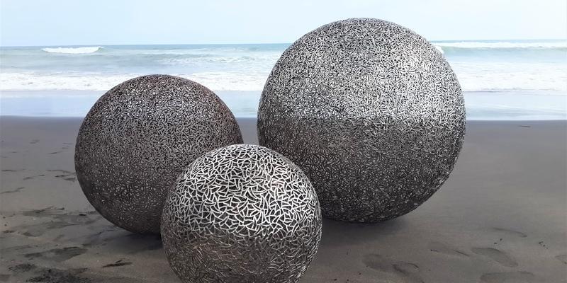 Bit Balls Steinskulptur